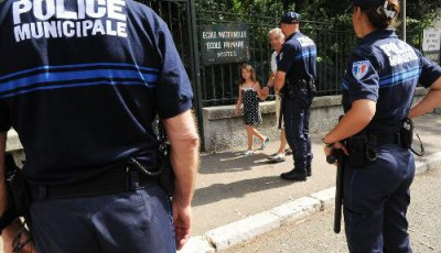 Un syndicat de policiers municipaux s'estime trahi par le gouvernement qui a décidé de ne pas accorder certaines indemnités demandées depuis plusieurs années.Sophie Louvet
